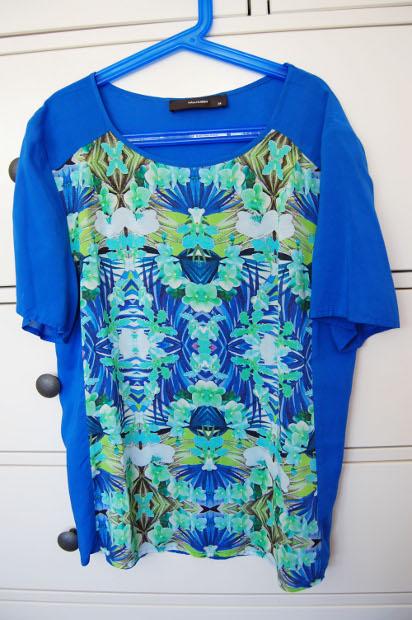 Blaues Shirt mit Muster von Hallhuber aus dem Wertheim Village Outlet