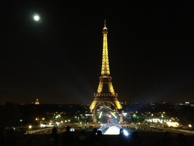 Eiffelturm in Paris bei Nacht