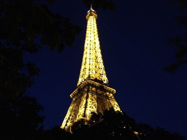 Eiffelturm in Paris bei Nacht