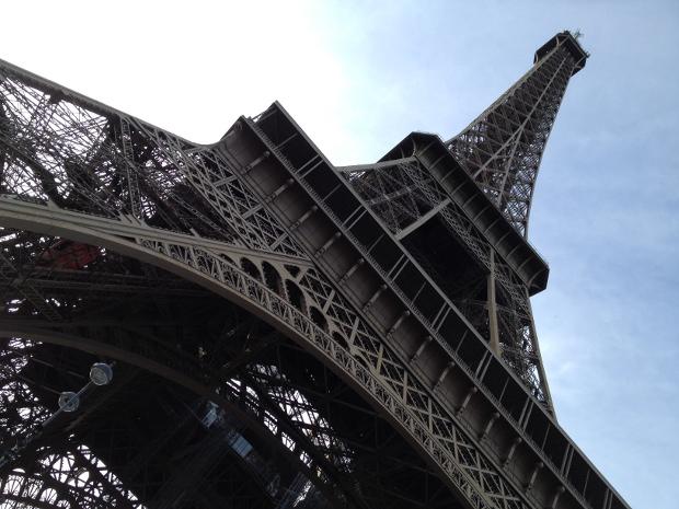 Eiffelturm in Paris von unten