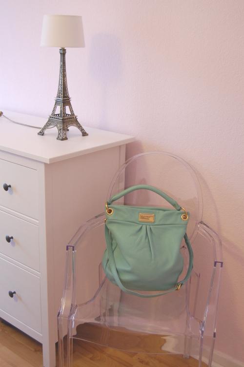 Eiffelturmlampe und Ghostchair