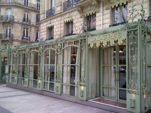 Laduree an der Champs Elysee in Paris