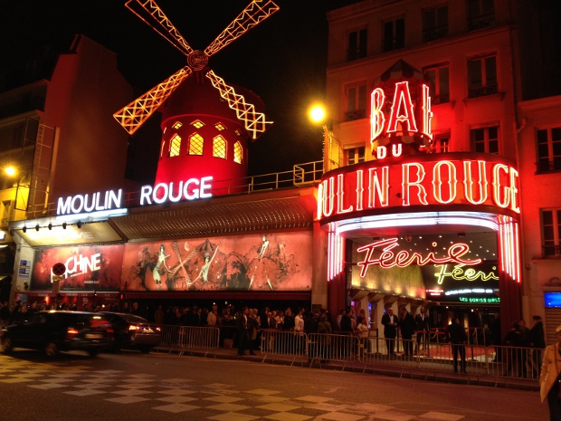 Moulin Rouge in Paris bei Nacht