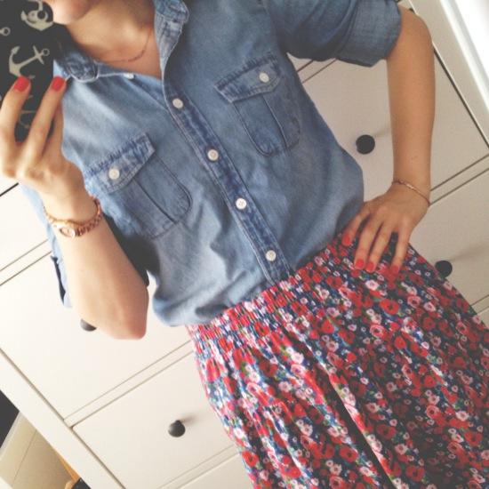 Outfit - Jeanshemd und Blümchenrock