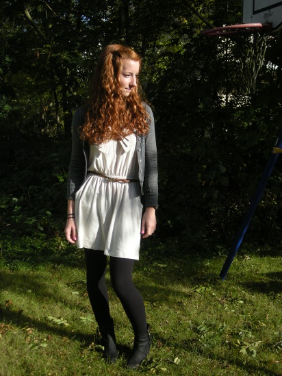 Outfit: Kleid und Pistol Boots