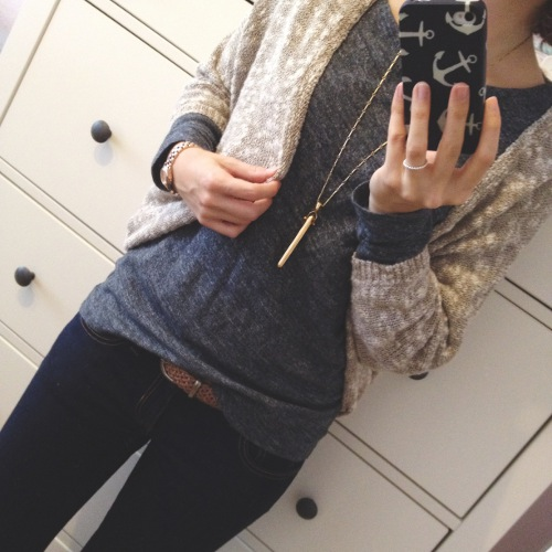 Outfit - Oversize Cardigan und graues Shirt