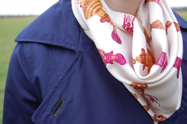Outfitdetail Tuch mit Aufdruck