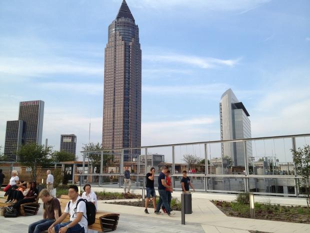 Skyline Garden mit Ausblick auf die Frankfurter Skyline