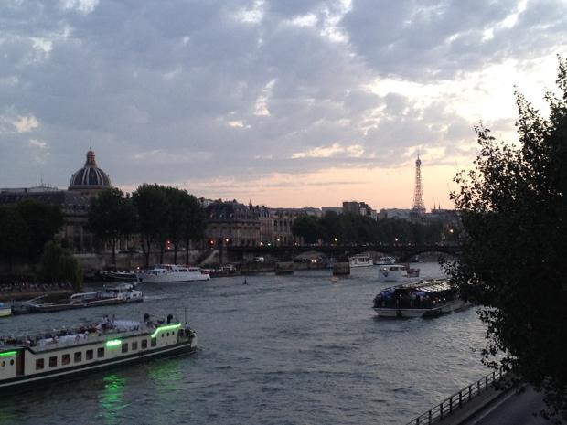 Sonnenuntergang an der Seine in Paris