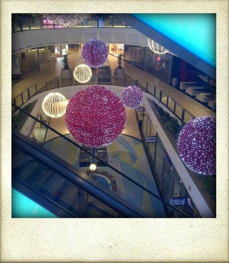 Weihnachtsdeko im Einkaufszentrum