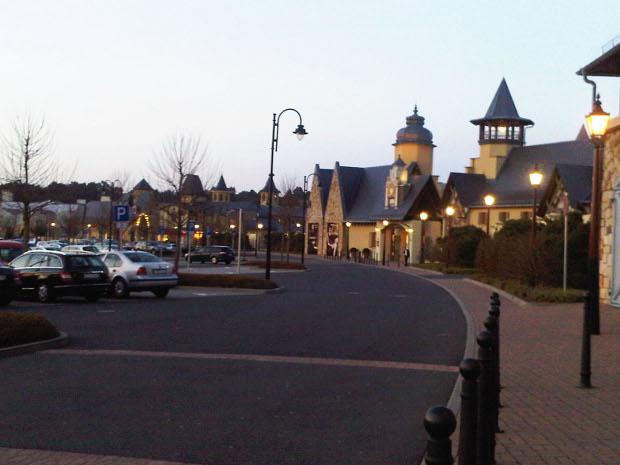 Wertheim Village von außen